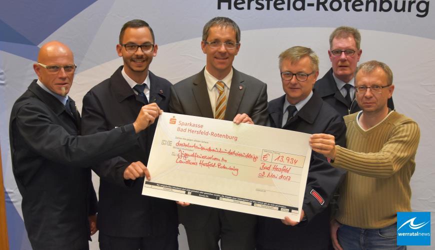 Förderverein unterstützt Jugendfeuerwehren im Kreis mit 14.000 Euro