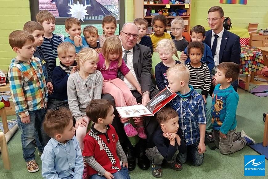 Familienminister Grüttner zu Gast im Kindergarten Ausbach