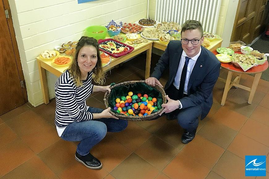 Osterbuffet und bunte Ostereier im Kindergarten Pfiffikus