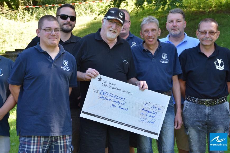 Feuerwehr Heringen (Werra) spendet 200 Euro an benachteiligte Kinder