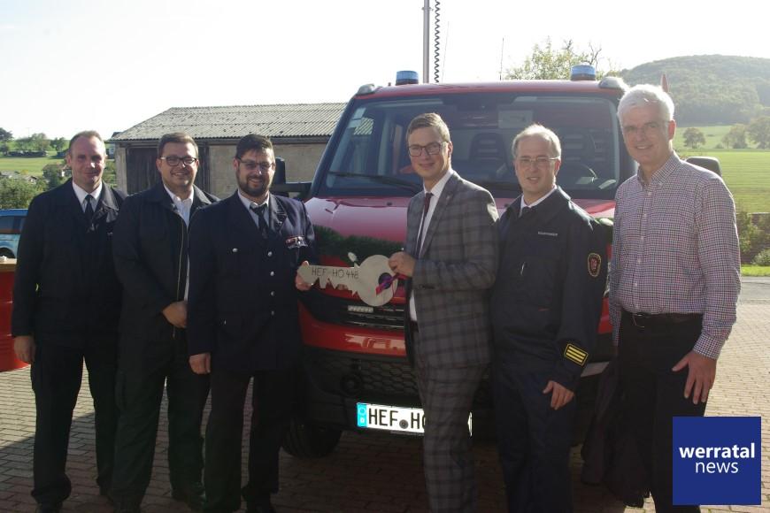 Feuerwehr Oberbreitzbach/Glaam erhält neues Fahrzeug