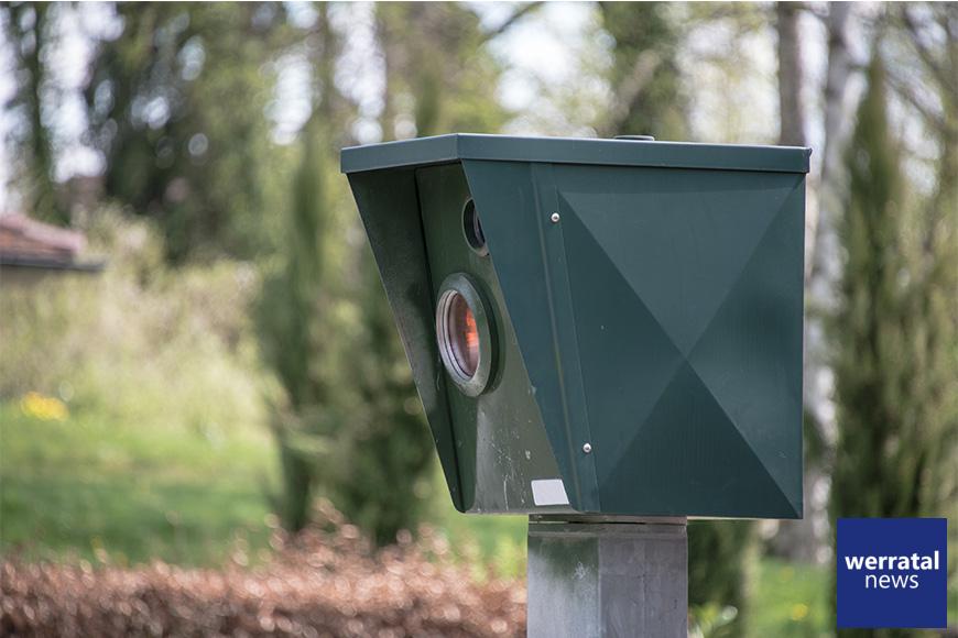 Geblitzter versucht Radarfalle zu beschädigen